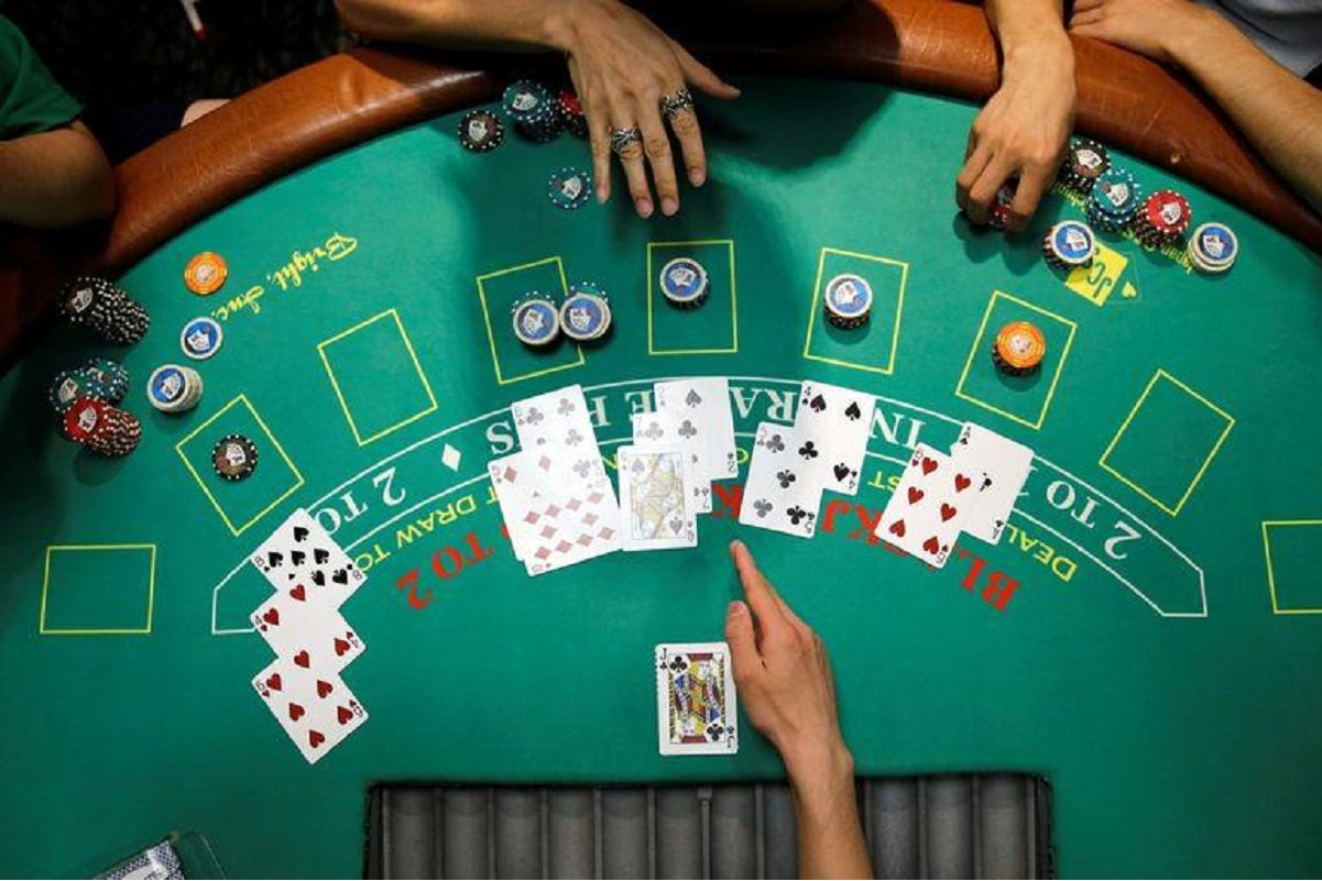 Philippine casino sees 'thrill' factor luring Asian gamblers