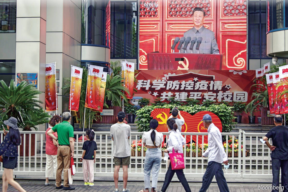 In the commemoration of the 100th anniversary of the CCP on July 1, Xi took a prominent position