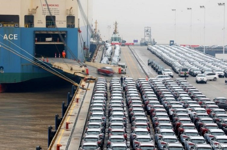 China's trade surplus with the United States  grew in 2018 but tariffs bite