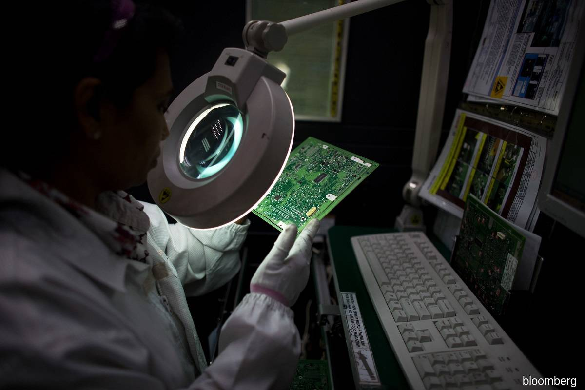 Moody's: External demand for electronics to support Malaysia's economy