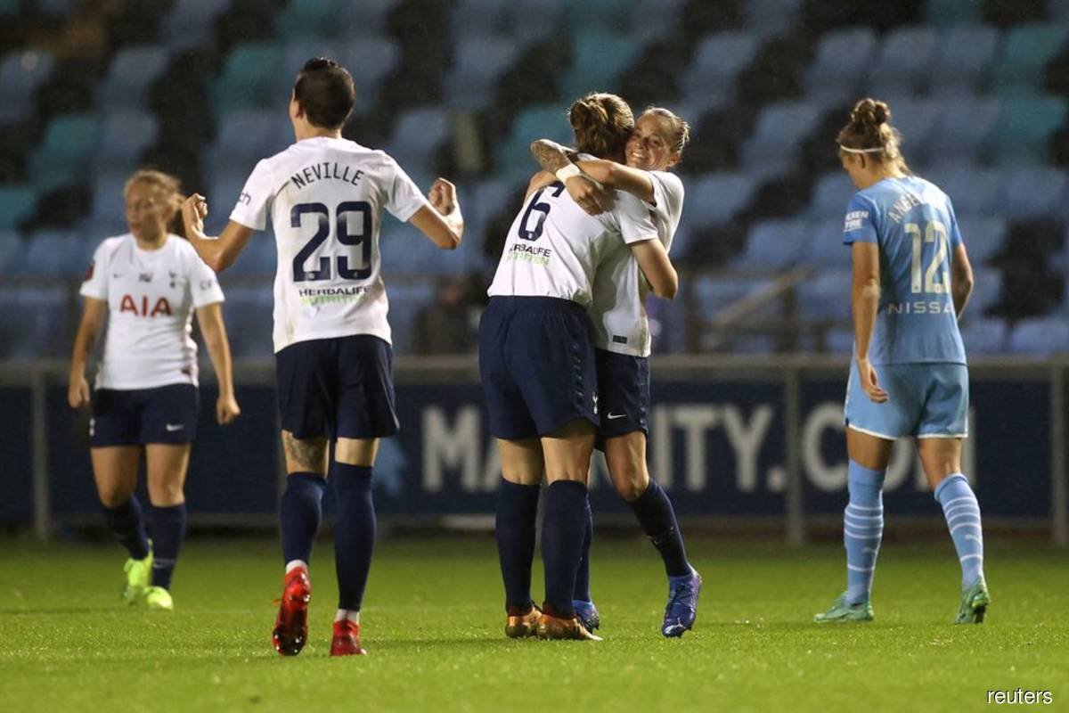 Spurs upset Man City in controversial Women's Super League win