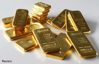 Firmer US dollar weighs on gold, palladium hits 2-year peak