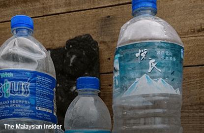 creissen_twitter_pic_mineral_water_bottle-la_reunion_island_TMI