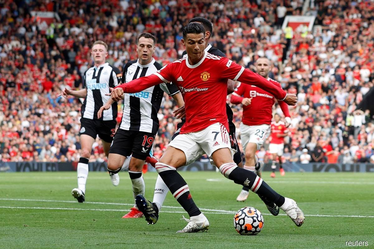 Ronaldo takes United joint top with Chelsea, City win and Spurs slump