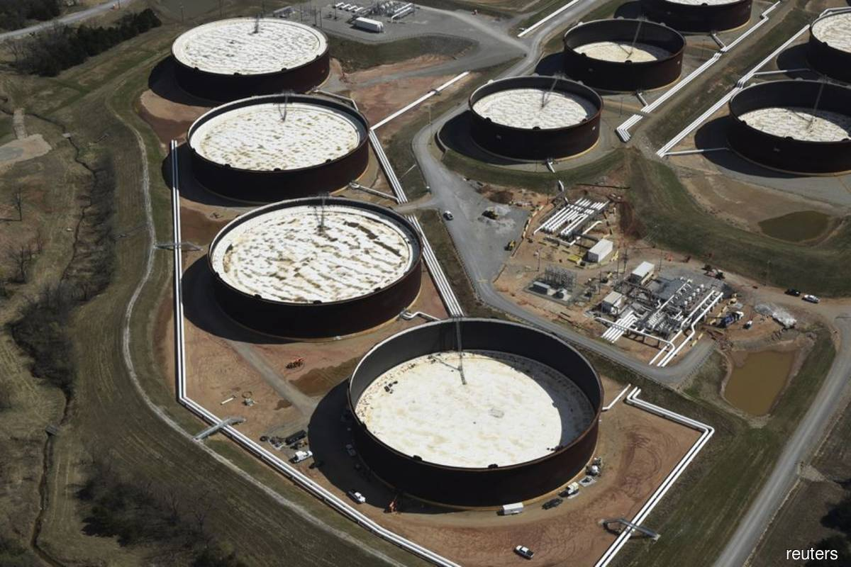 Oil climbs over 4% despite rise in US inventories