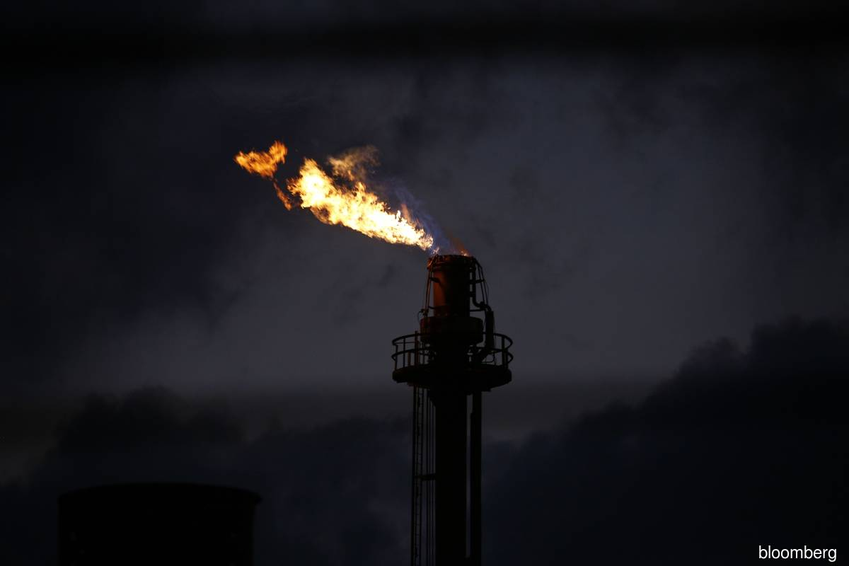 Oil opens week steady as traders weigh demand, Iranian tensions