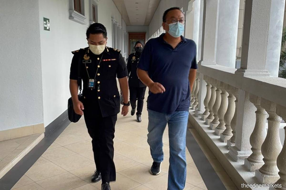 Hatta (right) is accused of submitting documents aimed at misleading Petronas Carigali that one of Aker's subsidiaries qualified as a bumiputera-owned company when it did not.