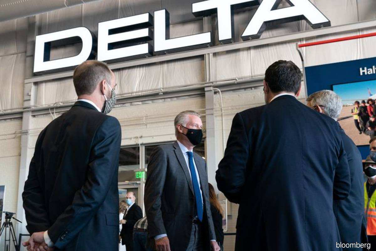 Delta restores managers' pay as workers remain on leave