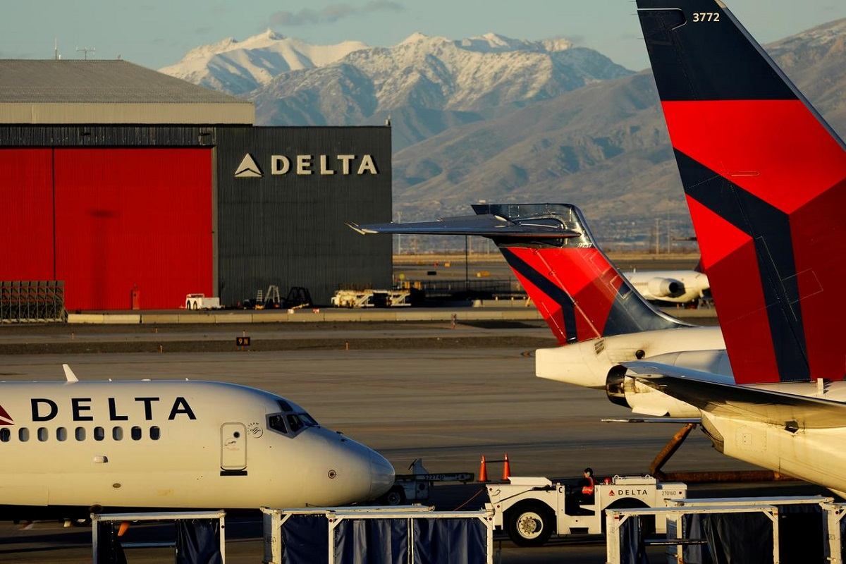 Delta seeks to cut pilot hours 15% to avoid involuntary layoffs