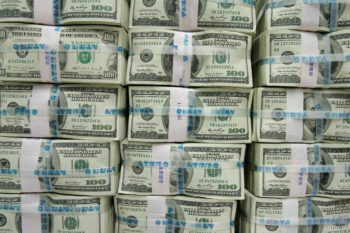 Dollar steadies as trading buffeted by US stimulus