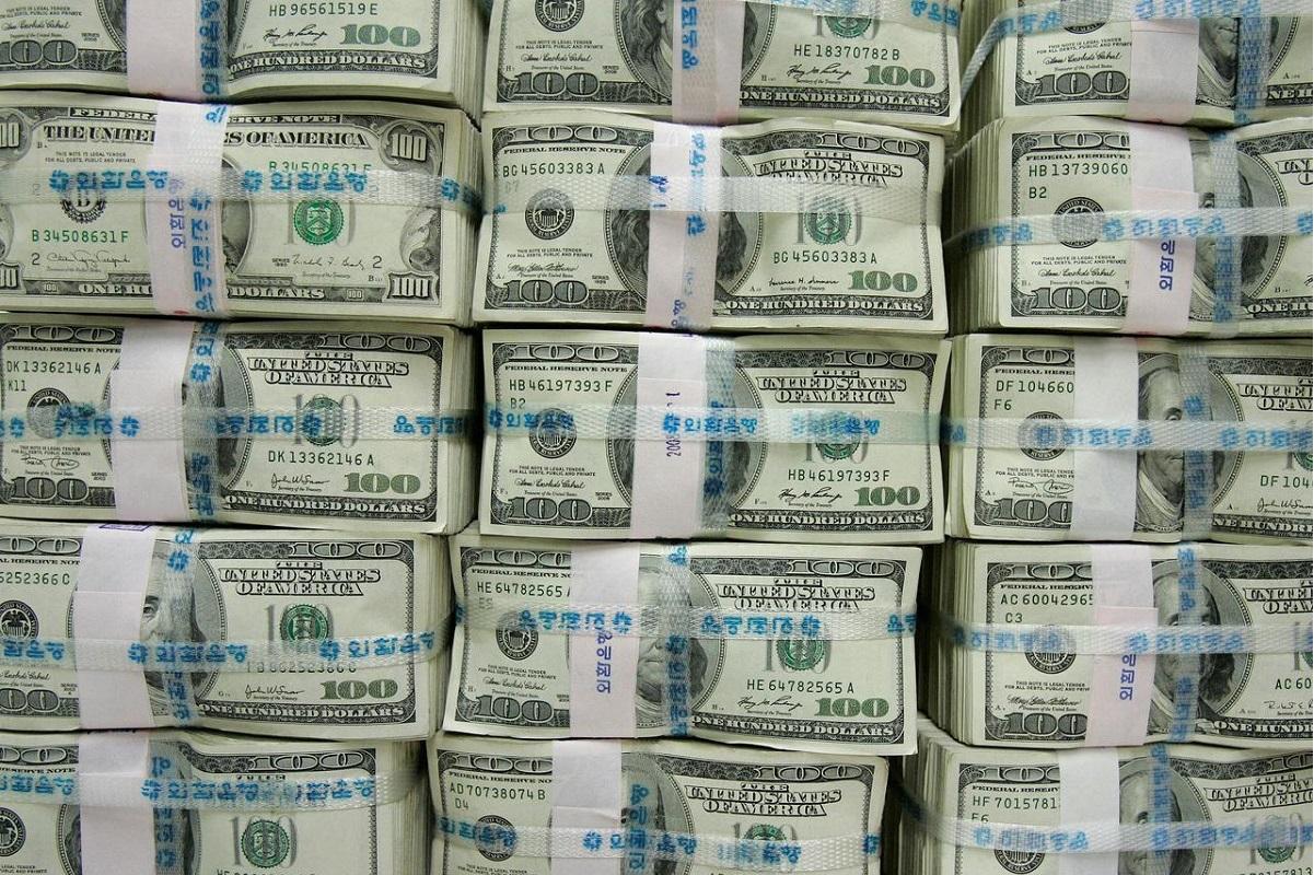 US dollar pins hopes on Fed, Biden for ending month-long decline