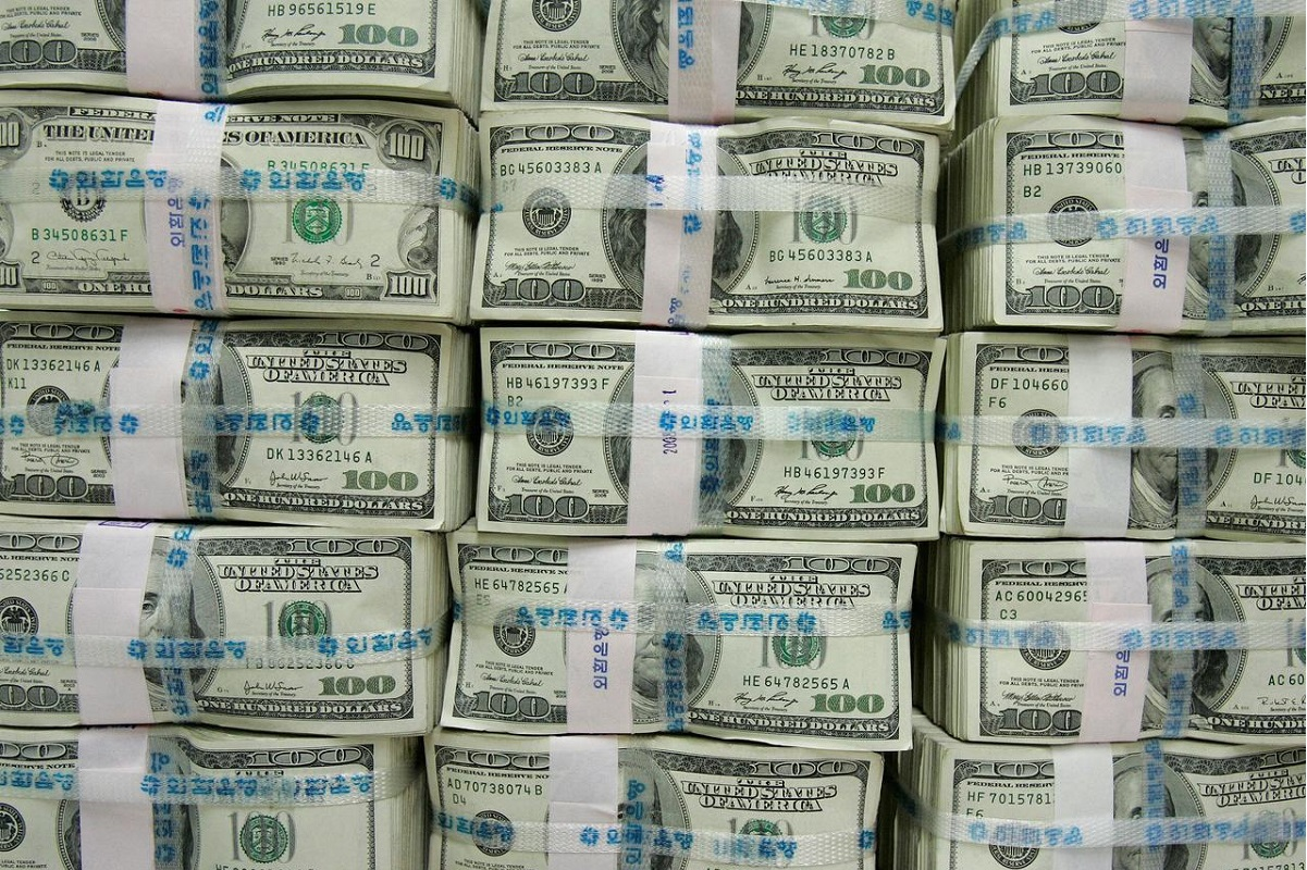 US dollar heads for third weekly gain as payrolls data looms