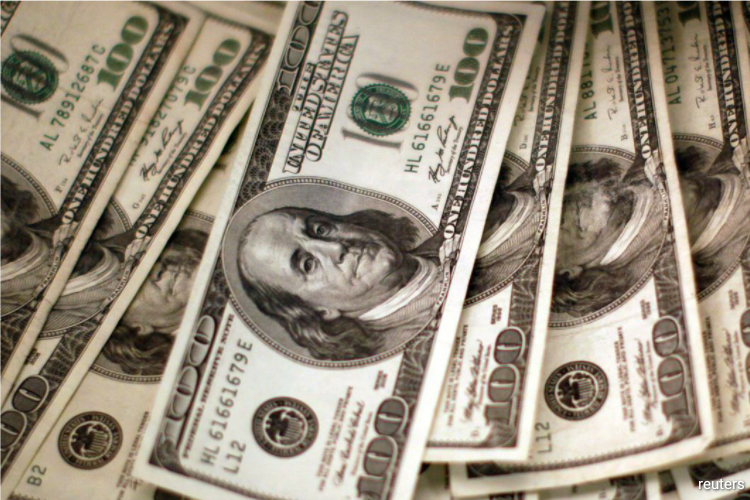 The greenback had ended its third week of losses on Friday as investors bought into risk-sensitive currencies on bets that the worst of the pandemic's sweeping impact was over. (Photo by Reuters)