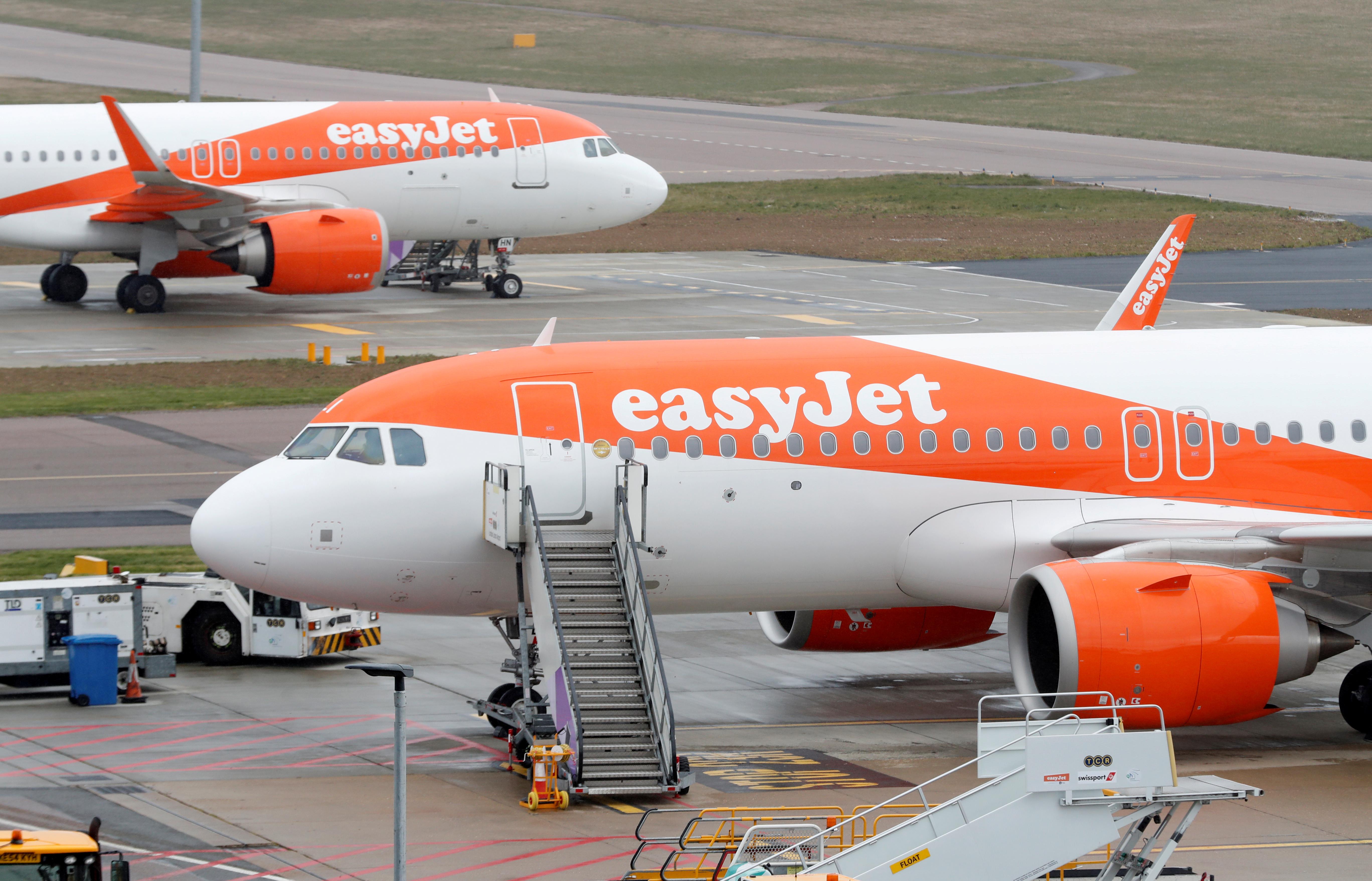 EasyJet plans to cut 30% of workforce