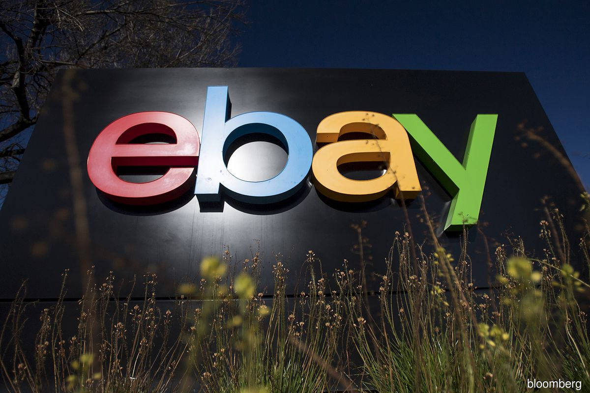 EBay projects revenue that tops estimates on customer growth