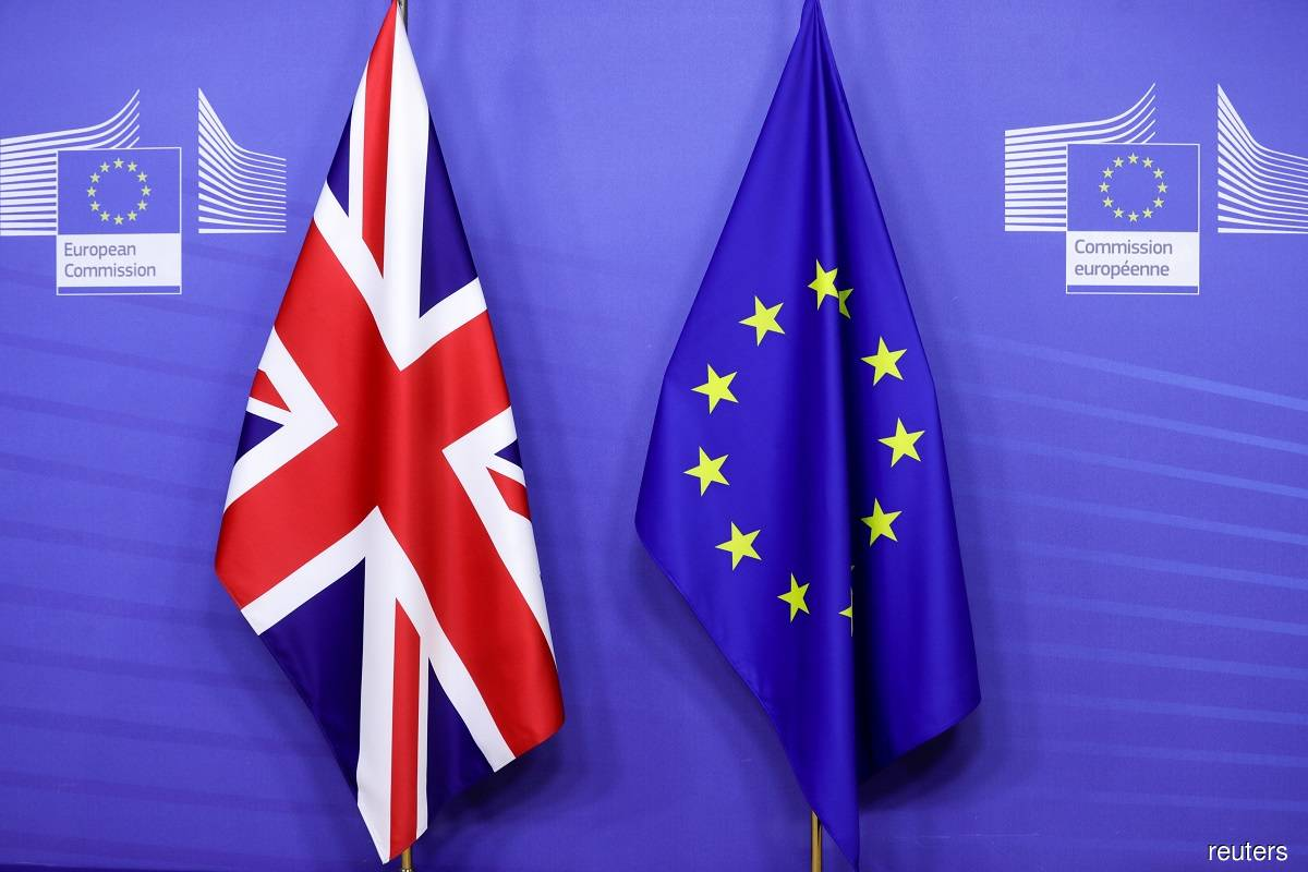 Britain and Ireland argue on Twitter over Brexit deal