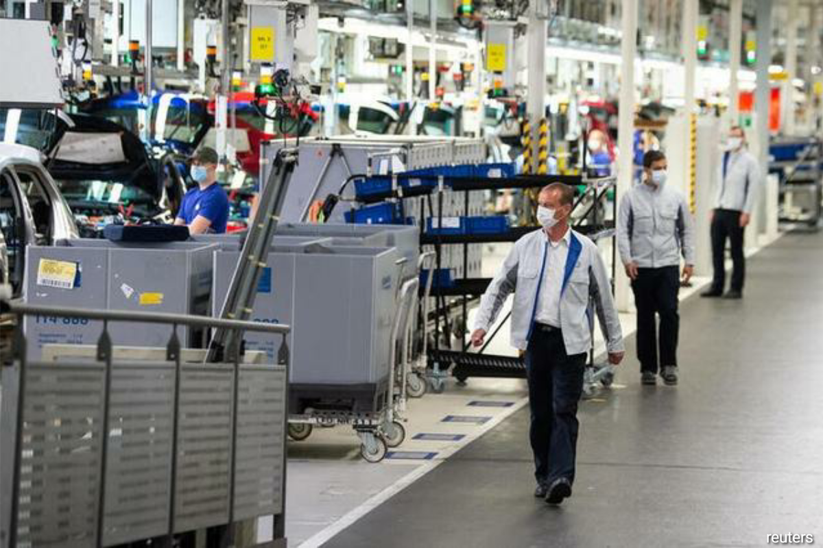 While the manufacturing sector continued to expand, an earlier flash reading of the overall survey showed activity in the bloc's dominant service industry contracted last month as a second wave of the coronavirus swept across Europe. (Photo by Reuters)