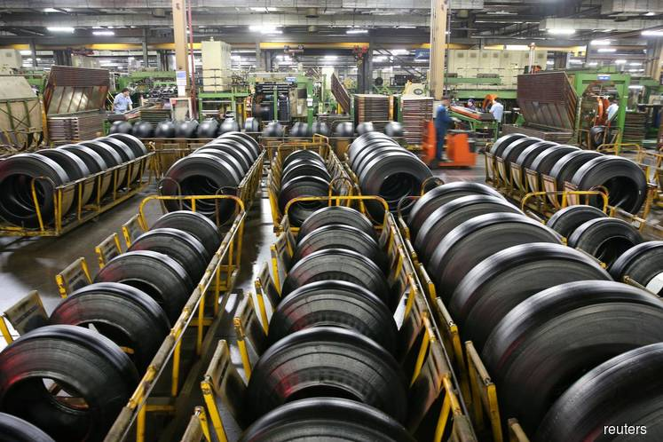 China Oct industrial output up 4.7% y/y; investment growth hits record low