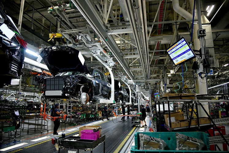 US producer prices post biggest drop in five years