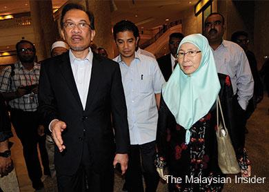 Anwar_Wan-Azizah_Federal-Court.jpg