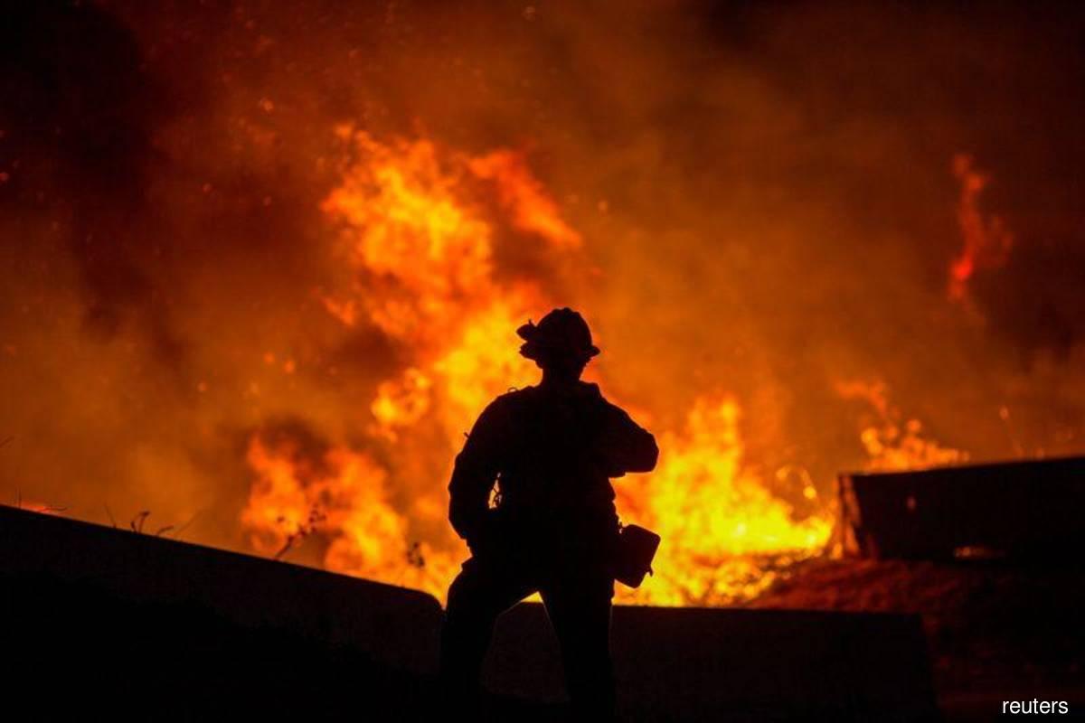 Fast-moving Californian fires threaten million-dollar homes