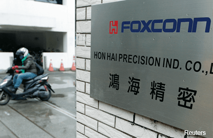 Foxconn asks Apple to join bid for Sharp's LCD ops