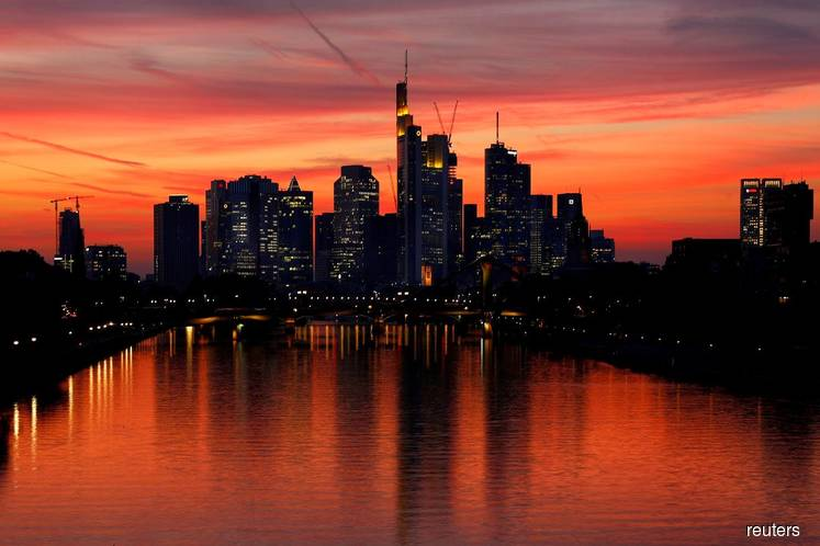 Euro zone economy at risk of contracting in 4Q — PMI