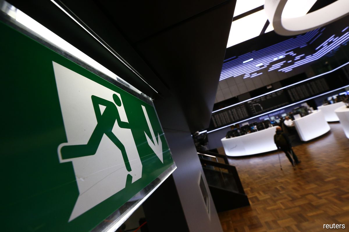 An exit sign is pictured at the Frankfurt stock exchange, January 15, 2015.
