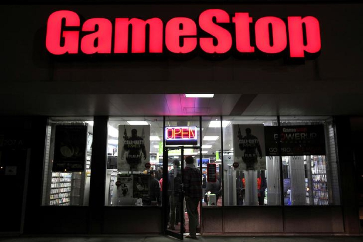 GameStop, other retail darlings dented after Reddit group briefly shuts doors