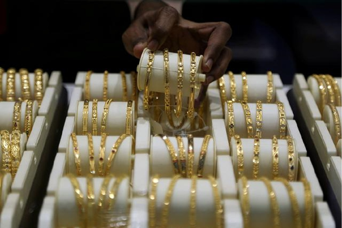 Jewellers fall as gold loses lustre