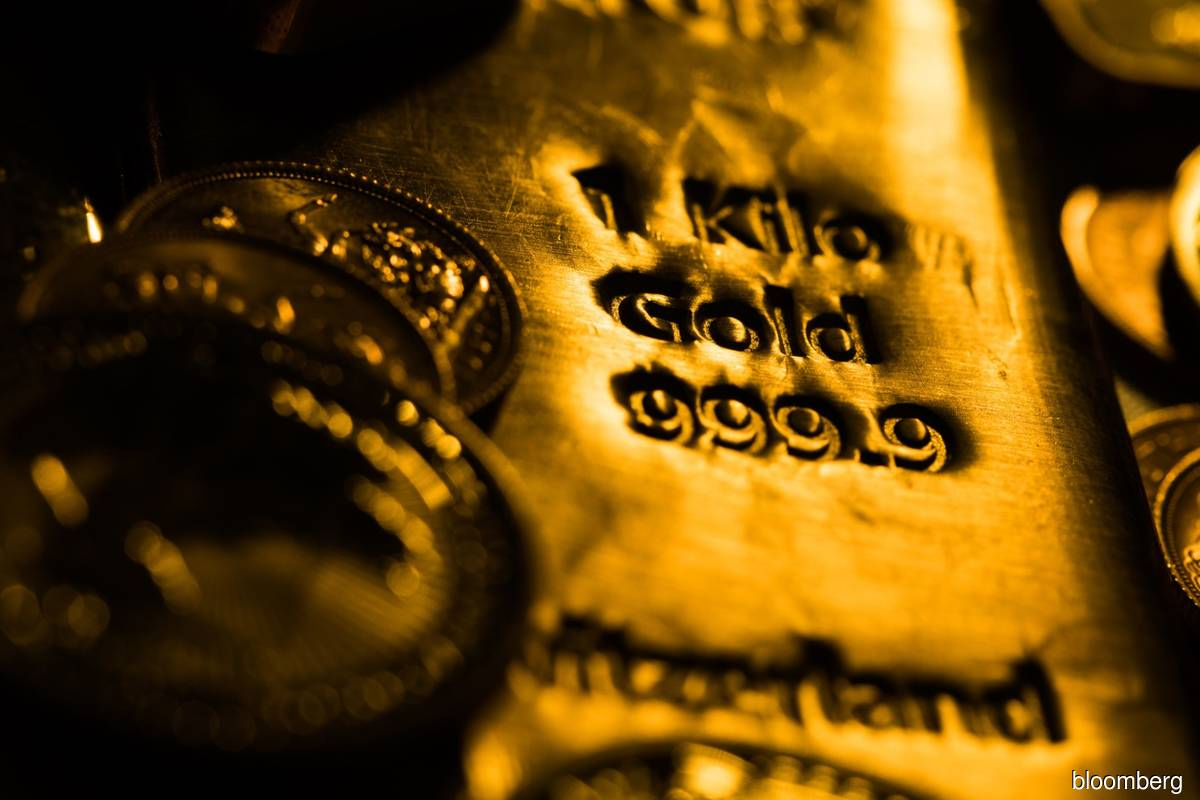 Gold dips on stronger greenback; Sino-US trade spat in focus