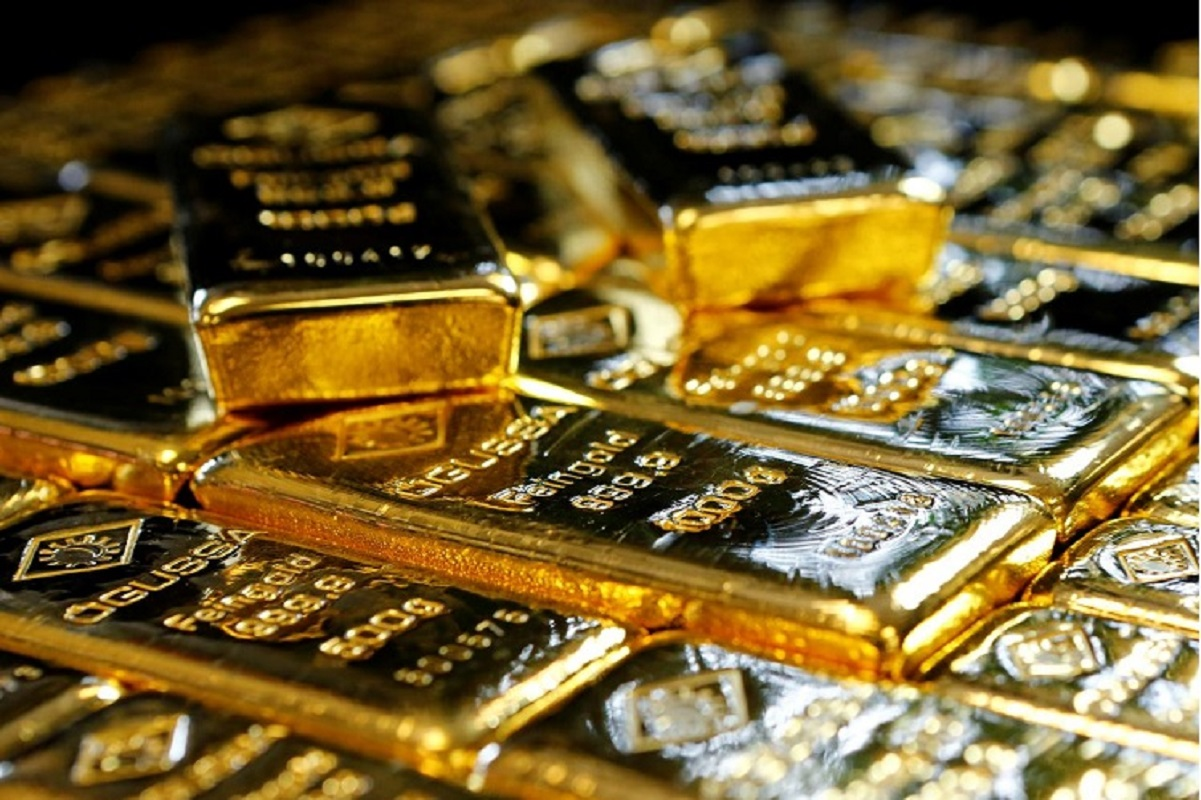 Gold unchanged after early spike as firm bond yields offset weak US dollar