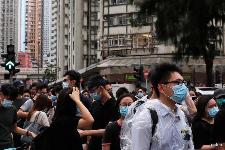 Banks condemn HK violence as jewelers seek to put off big trade fair