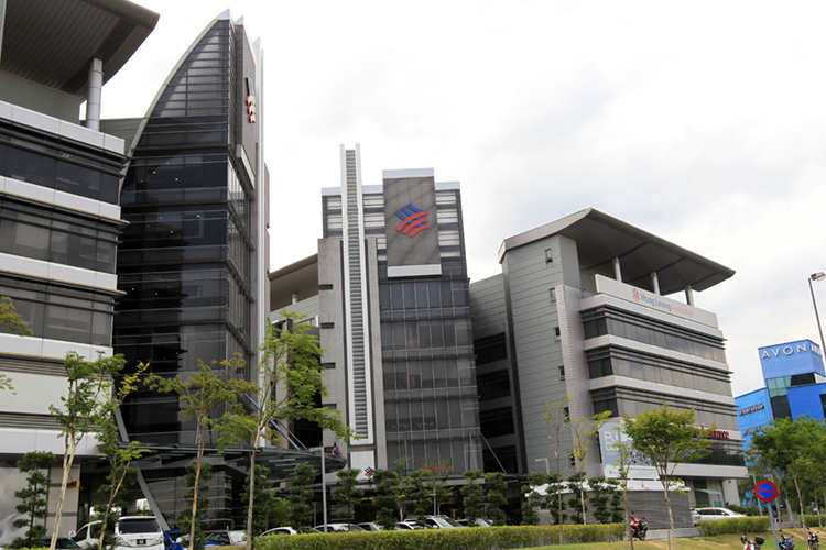 Highest Returns to Shareholders over three years: SUPER BIG CAP — ABOVE RM40 BILLION MARKET CAPITALISATION: Financial Services (RM10 bil and above market capitalisation): Hong Leong Bank Bhd - Delivers Despite Challenges