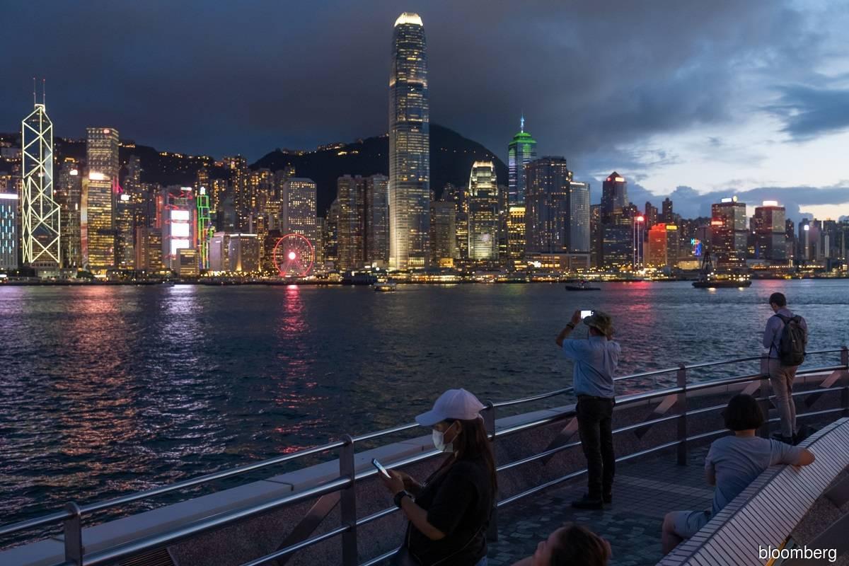 Record Chinese inflows push Hong Kong stock index past 30,000