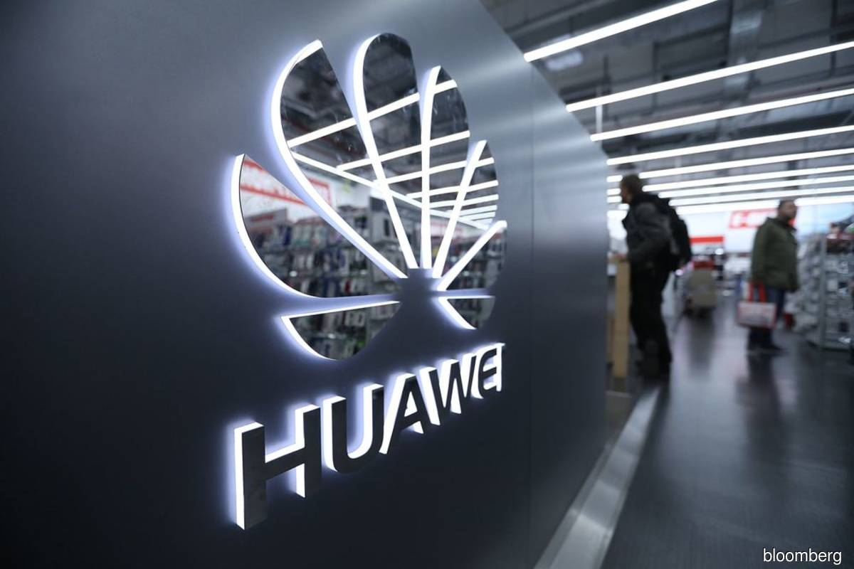 Smelling blood, Huawei's Chinese mobile rivals look to capitalise on its US woes
