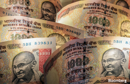 Counterfeiters replicate 50% of new Indian currency's security features