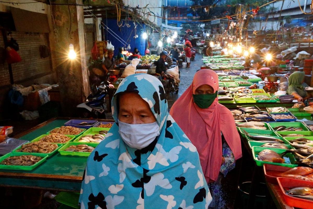Indonesia reports 1,560 new coronavirus cases, 62 deaths