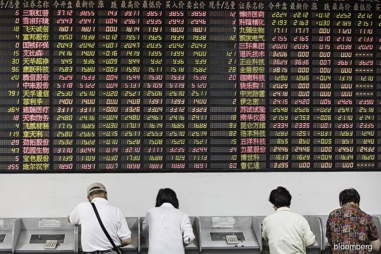 Asia futures mixed; dollar falls on Trump remarks