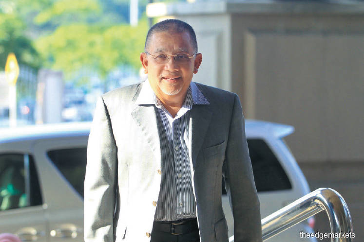 Ex-Felda DG gives conflicting testimony