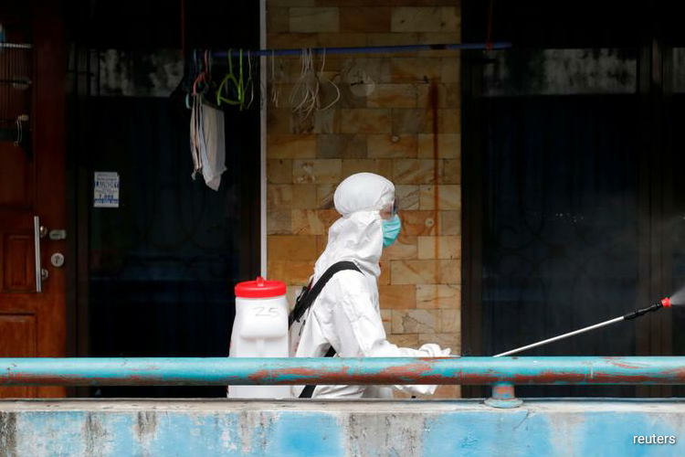 Indonesia's health ministry has approved a request by the government of Jakarta to impose large-scale social restrictions in the city to curb the spread of the new coronavirus, media on Tuesday cited a ministry official as saying. (Photo by Reuters)