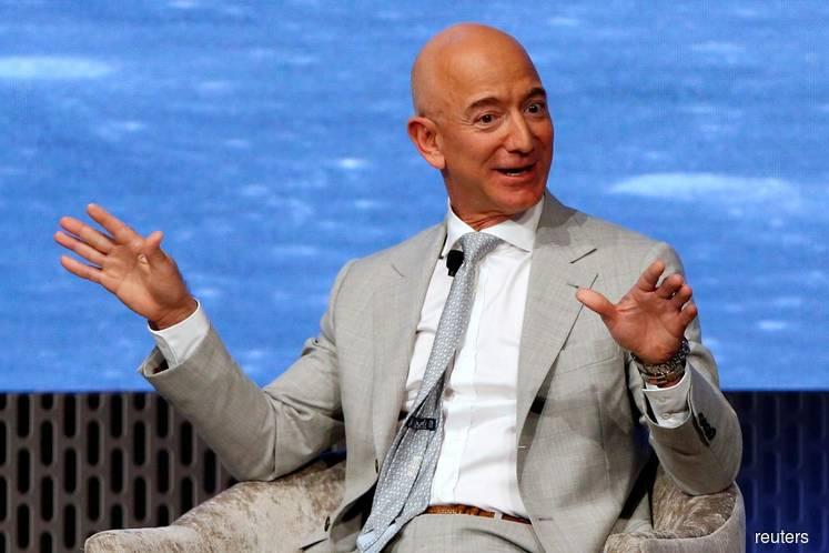 Jeff Bezos sells Amazon stock worth US$2.8b last week
