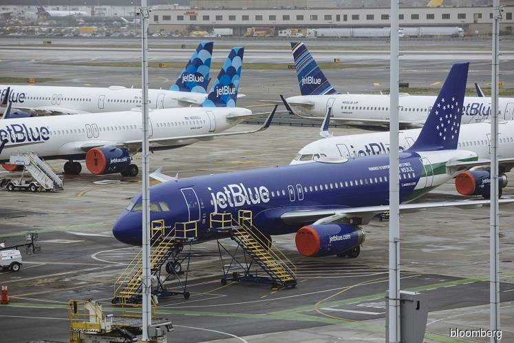 JetBlue guarantees no furloughs in agreement with pilots union