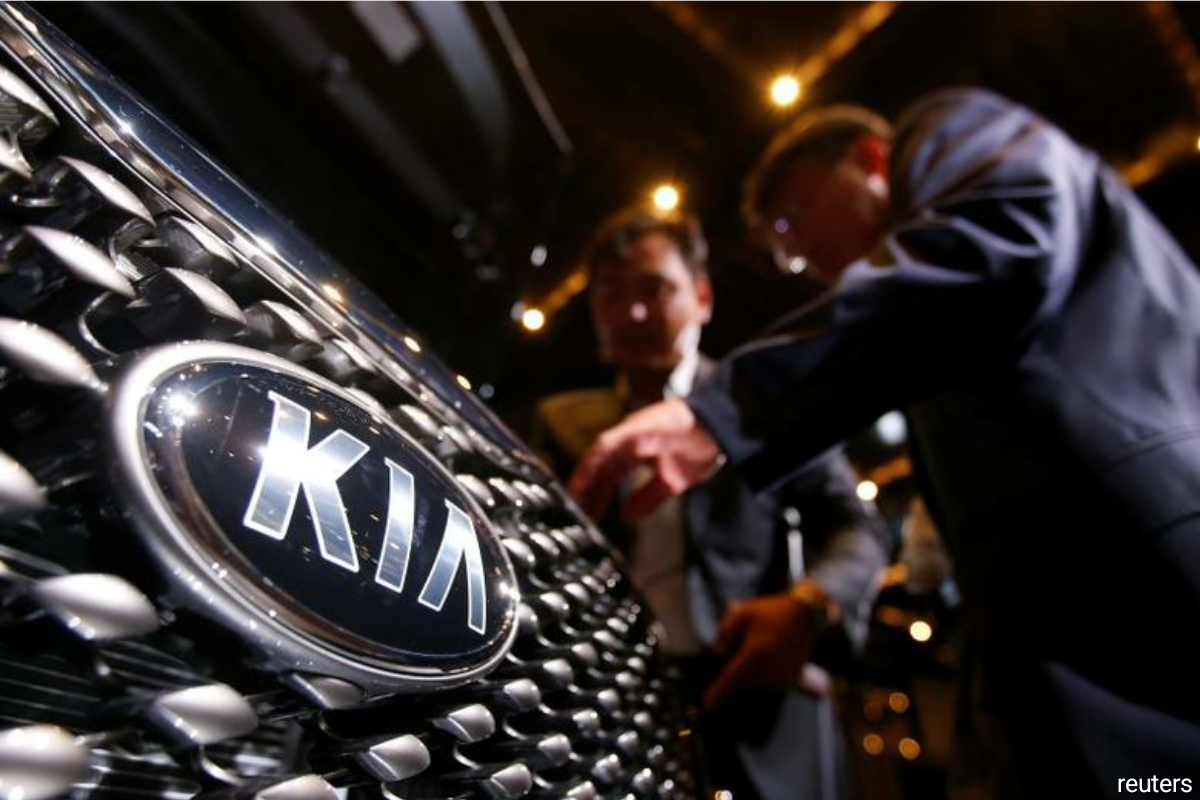 Kia's listed sister company Hyundai Motor Co said earlier this month it was in early talks with Apple, after local media reported the firms were discussing an electric car and battery-tie up, sending Hyundai shares up nearly 25%.