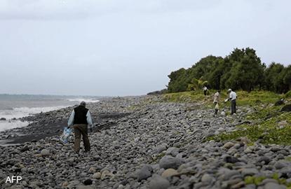 lareunion_mh370_beach_AFP