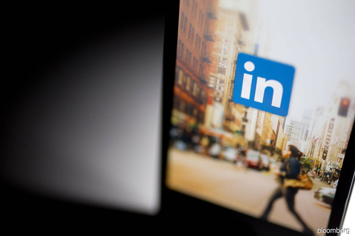 LinkedIn faces Italian probe after users' data hacked
