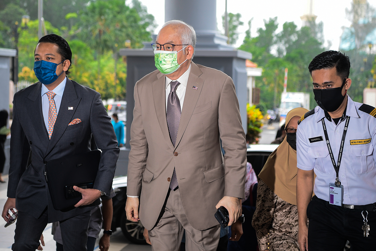 Judge stops Najib's lawyer from asking ex-1MDB CEO about forged signatures. (Photo by Zahid Izzani Mohd Said/The Edge)