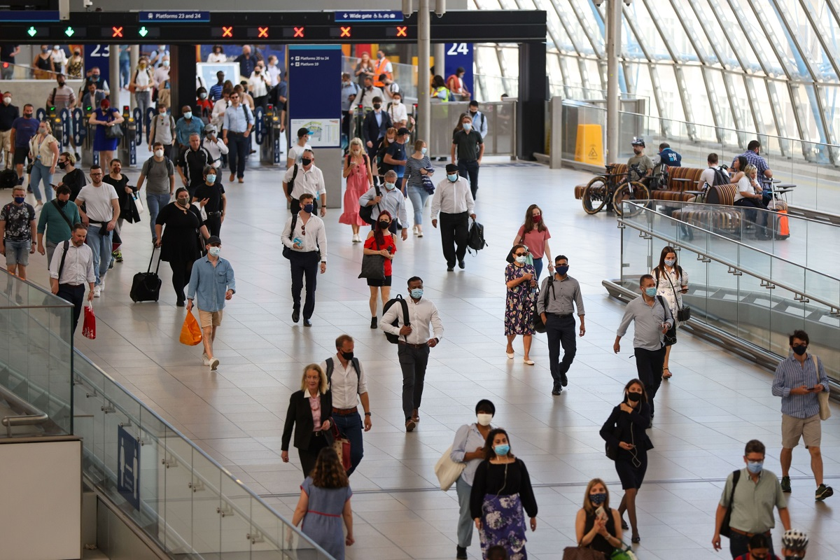 London becomes jobs hot spot as finance and consulting hire