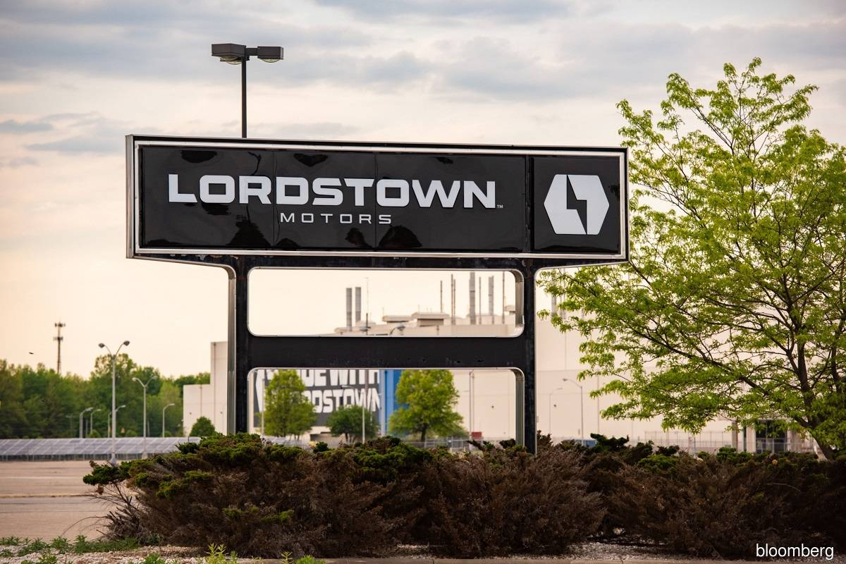 Electric-truck maker Lordstown's CEO, CFO resign; shares slump