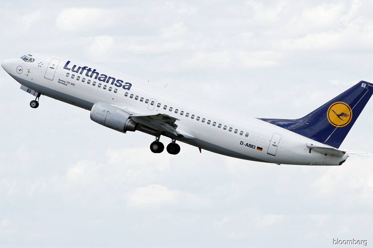 Germany to sell up to a quarter of its Lufthansa stake